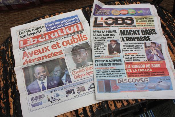 Autre sujet à la Une cette semaine : les tensions politiques autour de la décentralisation / The daily newspapers also write about political tension about decentralization in Senegal