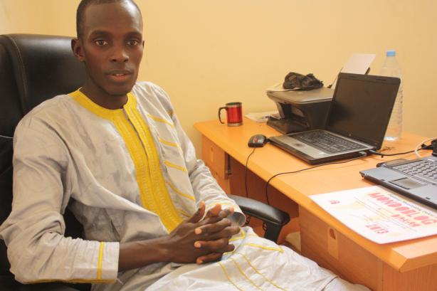 Arouna Ba dans son bureau du quartier Patte d'Oie, à Dakar / Arouna Ba in his office, located in the Patte d'Oie district