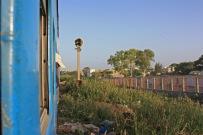 Il faut environ 1h20 pour rejoindre Rufisque en traversant la banlieue dakaroise / It takes about 80 minutes to travel from Dakar to Rufisque, through the suburbs