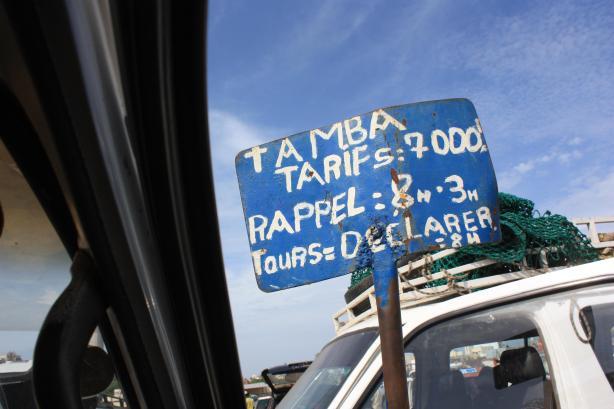 Le voyage coûte 7.000 francs CFA, plus 1.500 francs pour le bagage sur le toit / The trip costs 7.000 francs, plus 1.500 for the luggage on the roof