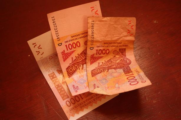 1.000 francs CFA représentent environ 1,5 euro / 1.000 francs CFA represent about 1,5 euro