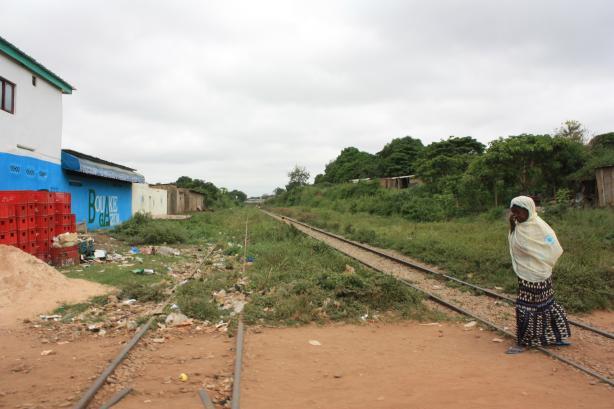À Bouaké, la voie ferrée qui relie la Côte d'Ivoire au Burkina Faso / In Bouaké, the railway to Burkina Faso