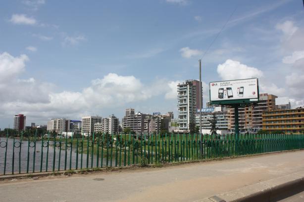 "La ""skyline"" du quartier du Plateau à Abidjan / The buildings of the Plateau neighbourhood in Abidjan"