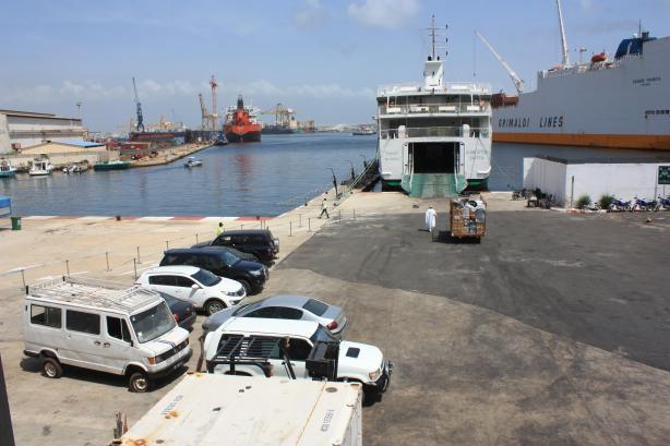 Le port de Dakar reste un des plus importants du continent / Dakar's harbour is still one of the most important on the continent