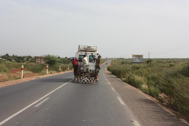 """Sur les """"cars rapides"""" sénégalais, les apprentis voyagent à l'arrière... / On Senegalese """"cars rapides"""", the apprentice has to travel in the back"""
