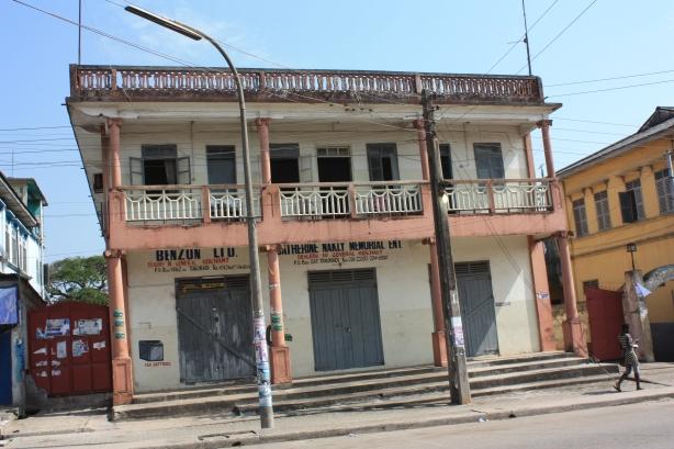 Takoradi et la ville voisine de Sekondi forment la troisième plus grande agglomeration du Ghana / Takoradi and its neighbour Sekondi form the third biggest conurbation in Ghana