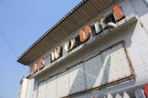 """L'ancien cinema Le Wouki, à Douala / What was once """"Le Wouki"""" movie theatre"""