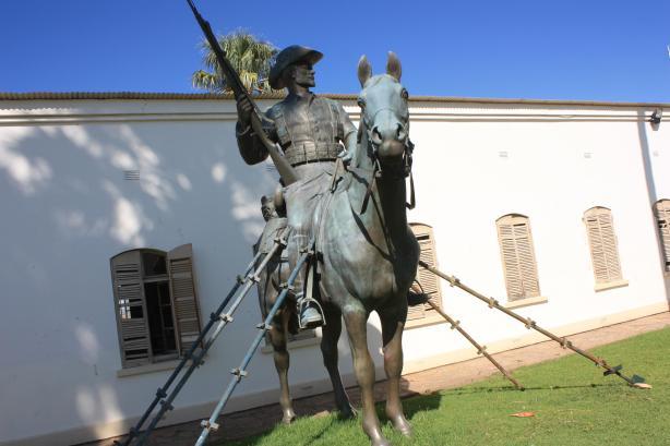 """La statue du Cavalier ou """"Reiterdenkmal"""" a été démontée au cours de la nuit de Noël 2013 / The """"Reiterdenkmal"""" or Rider of the South-West has been dismantled during the 2013 Christmas night"""