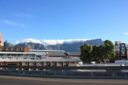 Table Mountain et son inséparable nuage / Table Mountain and its famous cloud