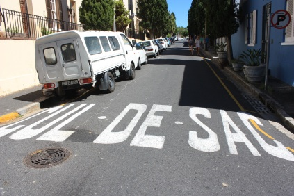 "Un petit emprunt au français / The French-South African way of saying ""dead end"""